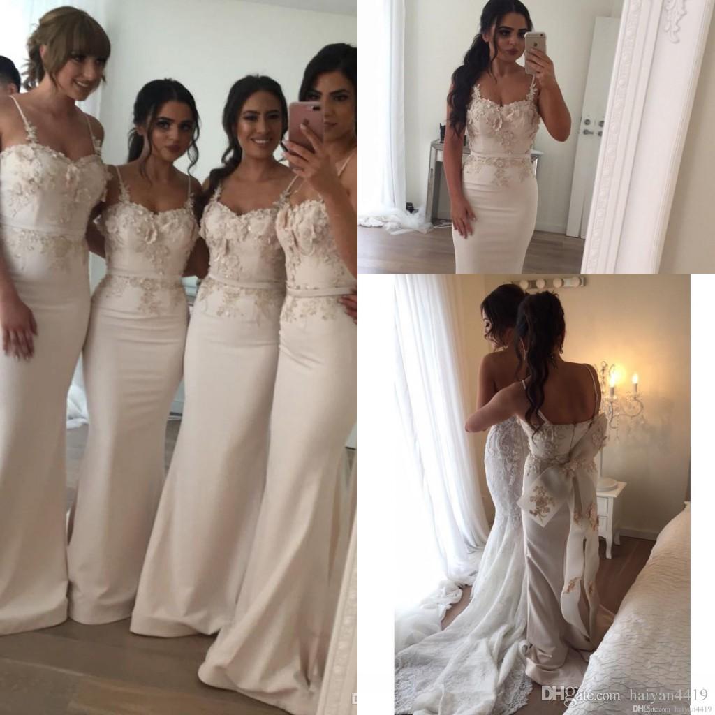 2020 샴페인 인어 신부 들러리 드레스 결혼식을위한 새틴 스파게티 스트랩 레이스 3D Appliques 플러스 사이즈 긴 정식 하녀 명예 가운