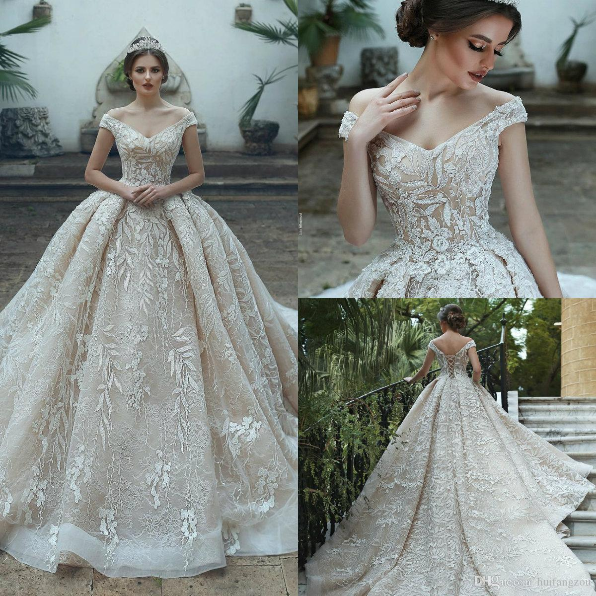 2019 Vintage Plus Size Wedding Dresses Off Shoulder Appliques Lace Ball Gown Wedding Dress with Long Train Luxury Bridal Gowns