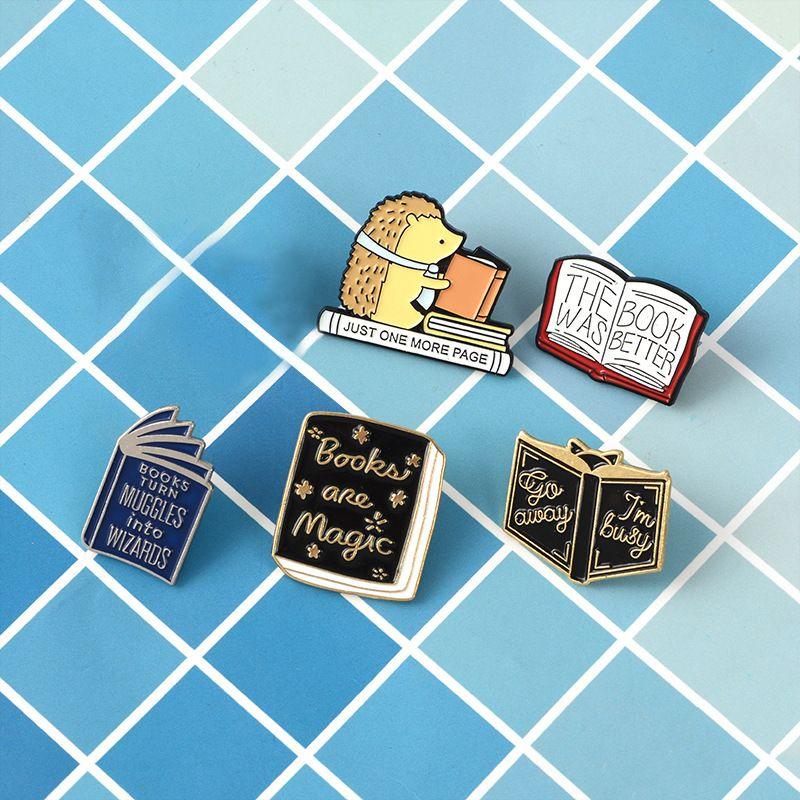 Cute Creative Enamel Pin Hedgehog Reading Magic Book Badge Brooch Lapel Pin Denim Jeans Shirt Bag Cartoon Jewelry Gift for Kid