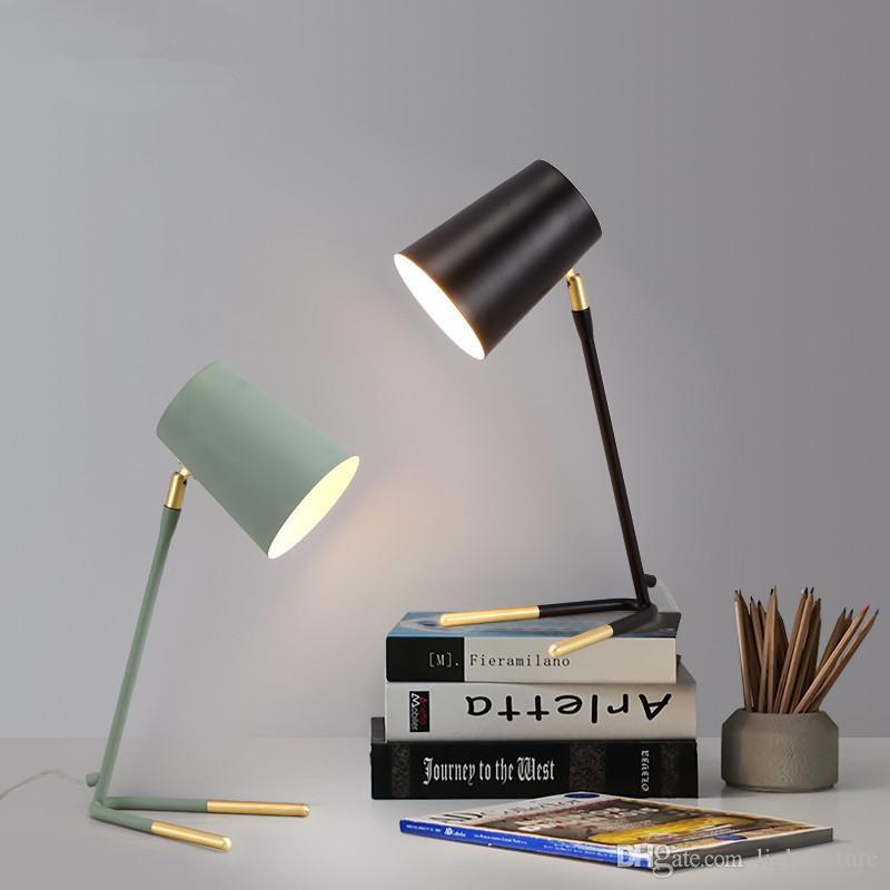 Simple moderna de metal lámpara de mesa para el dormitorio nórdico minimalista iluminación del escritorio de noche Lampe de cabecera cuidado de la vista Estudio lámparas de mesa