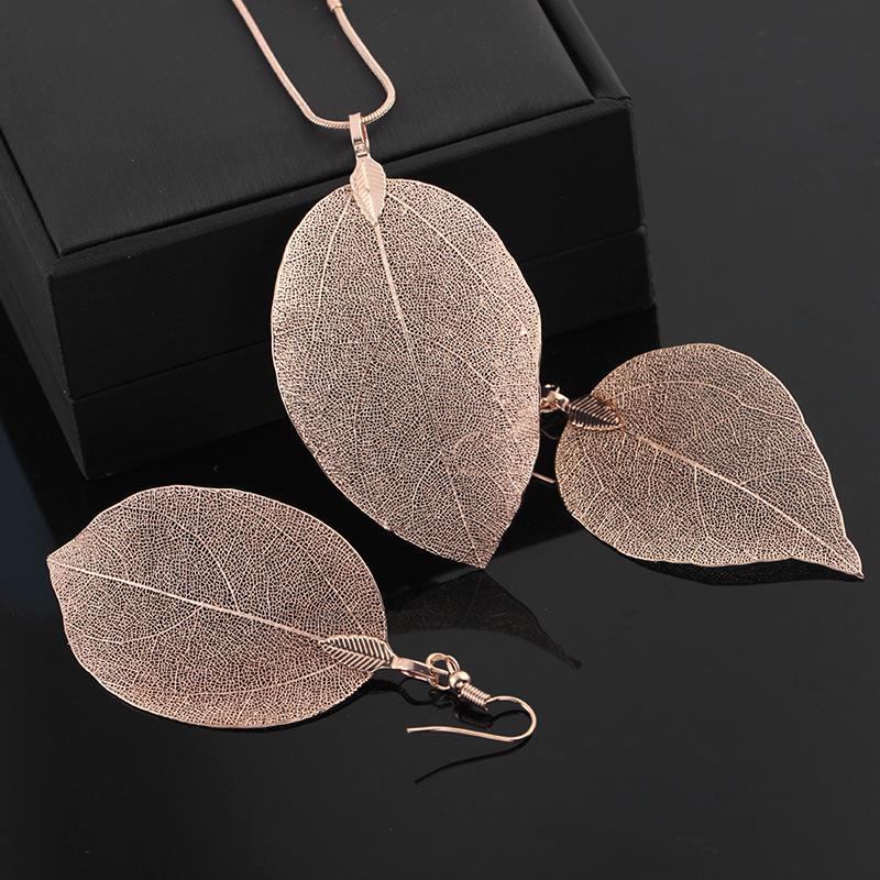 Luxuxentwurf Damen Mode-langkettige Strickjacke-Halskette Echt Blatt Gold / Silber / Schwarz beschichtet Anhänger Ohrring-Halskette Set