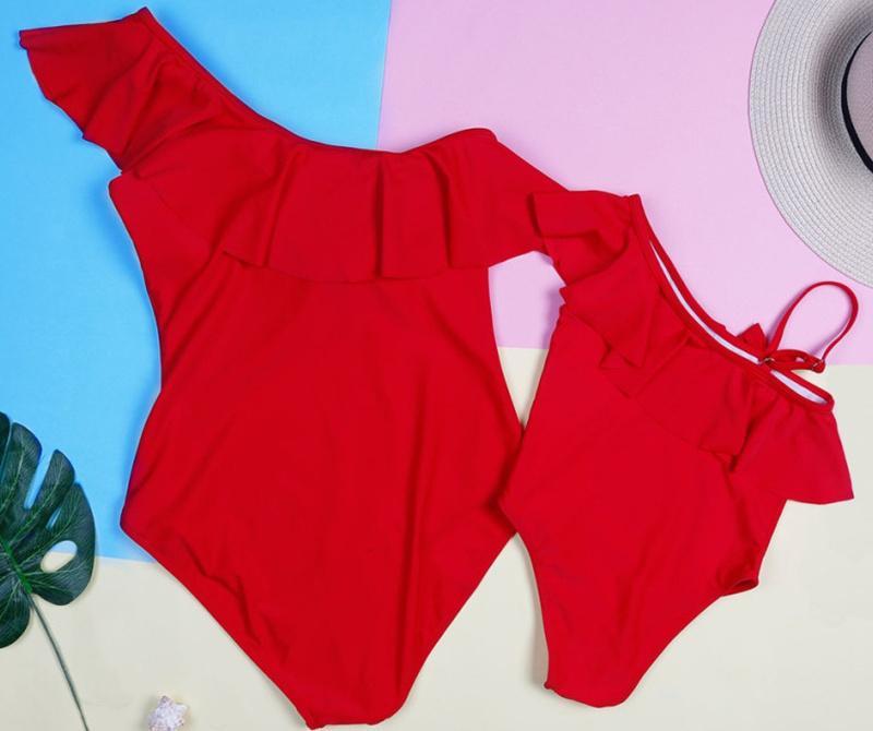 أمي ابنة المايوه الأم والبيانات الملابس واحد على الكتف الأسرة نظرة والدة ابنة ملابس السباحة بدلة طفل بيكيني مجموعة فتاة