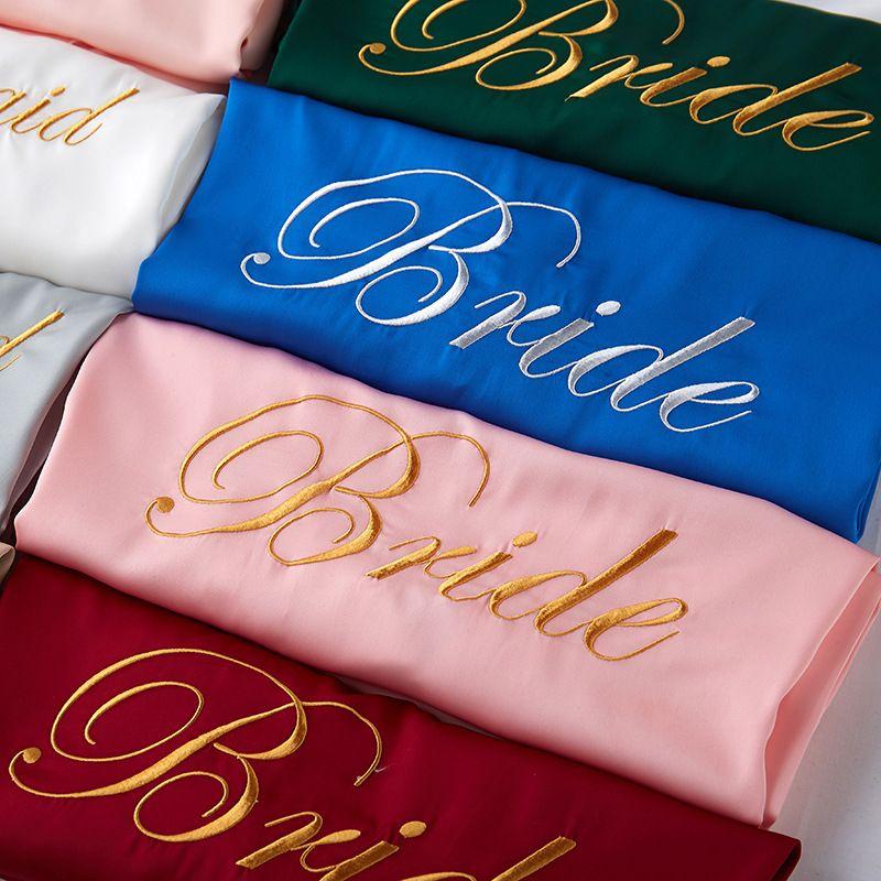 Pyjama élégante broderie multicolore couleur pure satin robe de demoiselle d'honneur Femme Maquillage de mariage personnalisé Femme de beauté mariée robe de mariée