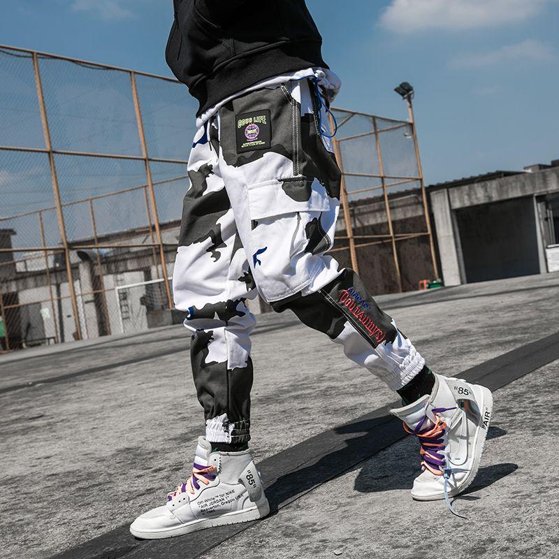 2019 High Street Pantalones de carga ocasionales Hip Hop Harem Pantalones masculinos Joggers Bolsillos laterales Moda callejera Pantalones largos