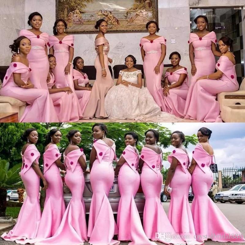 Yeni Afrika Siyah Kız Pembe Mermaid Gelinlik Modelleri Kapalı Omuz Kırmızı Çiçekler Sashes Ile Boncuklu Hizmetçi Onur Düğün Parti Balo Abiye
