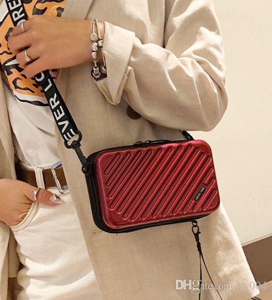Kadınlara 2020 Yeni Bavul Şekli Totes Mini Bagaj Çanta Bayan Ünlü Marka Debriyaj Çanta Küçük Kutu için Moda lüks çanta