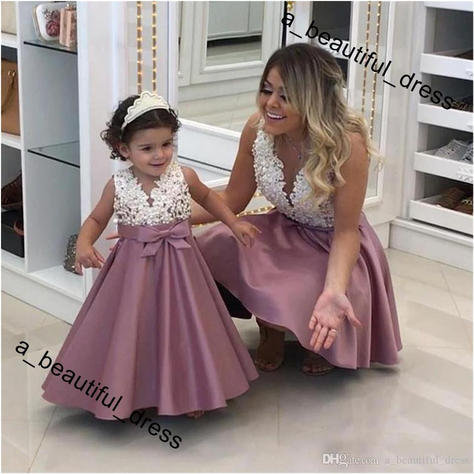 Pearls Lace Applique Flower Girl Dress Fashion A-Line Satin Mother and Daughter Dress Mini Baby Gowns V-Neck Sleeveless First Communion Dres
