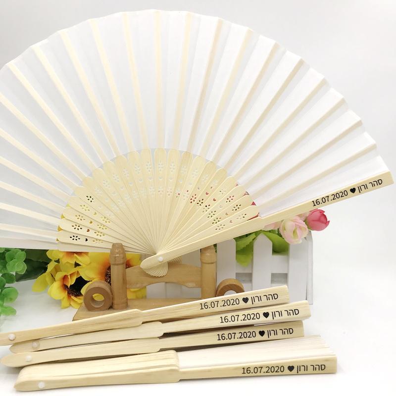 50PCS blanco de la boda plegable del ventilador con la impresión personalizada en simple paquete personalizado de mano aficionados del doblez del partido Retorno regalo para los huéspedes ENVÍO GRATIS