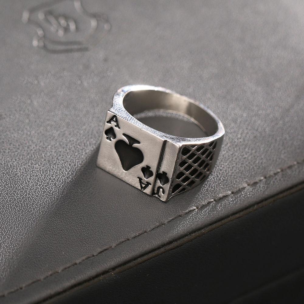 Wholesale- Ring Vintage-Persönlichkeit Spades Ein Herz formte Poker-Ringe für Männer Schmuck Silber Farbe männlichen Ring