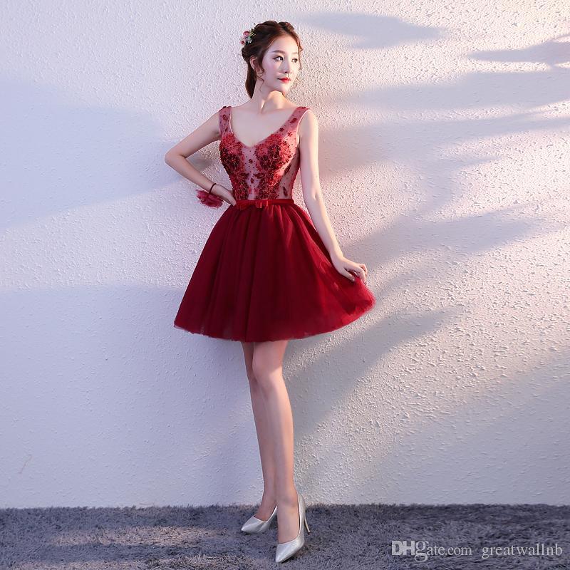 Geben Sie die Schiffsweinrotstickerei-Blumen frei, die Ballettröckchen reizendes kurzes lolita Kleid des V-Ausschnitts Stadium / Studio / Leistung bördeln