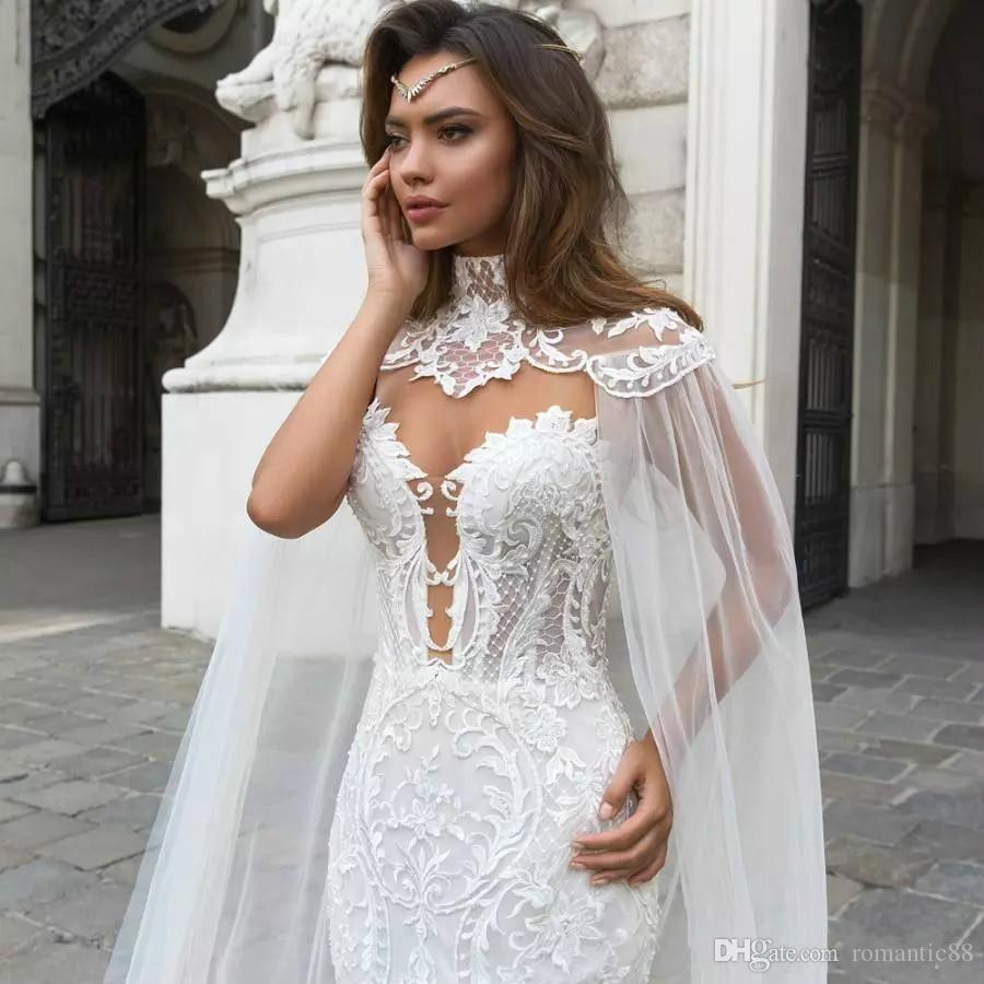2019 케이프 쉬어 플 런지 넥 보헤미안 웨딩 드레스와 화려한 인어 레이스 웨딩 드레스 Appliqued Plus Size