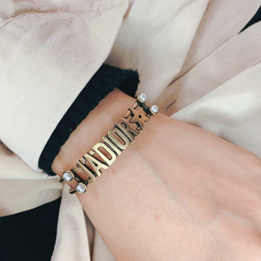 상자와 구리 레트로 문자 팔찌 팔찌 여성 남성 디자인 스타일의 오프닝 팔찌 쥬얼리 액세서리