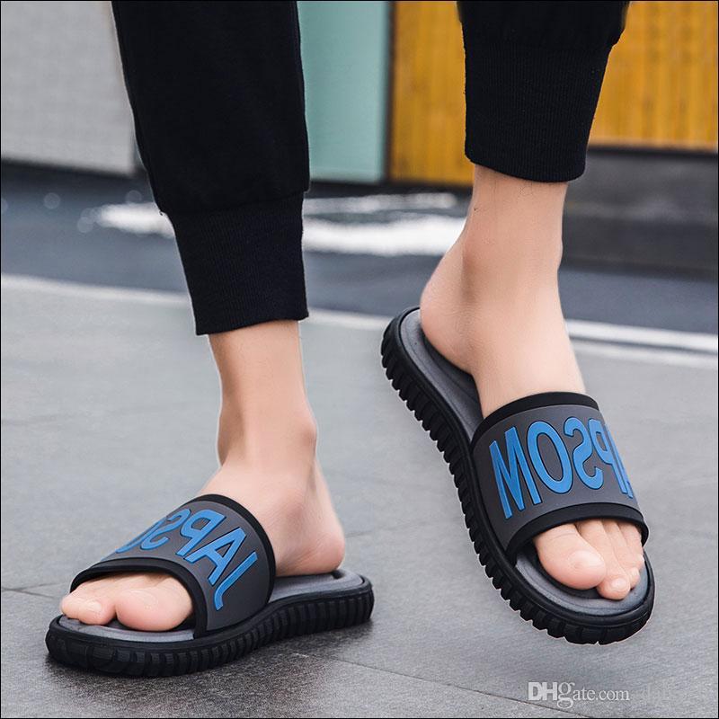 Hommes Pantoufle 2020 Chaussures D'Été Mâle Antidérapant Pantoufles Homme Pied Épaissir Salle De Bains Plage Sandales Accueil Chaussures Blanc Noir Taille 39-46