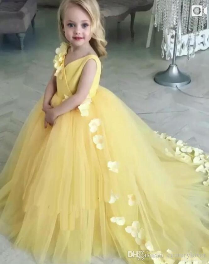 New Lovely Yellow Flower Girl Abiti per matrimoni V Neck Tulle Fiori fatti a mano senza maniche Little Kids Baby Gown Abiti prima comunione