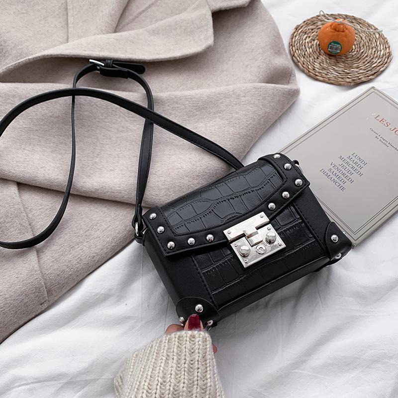 2020 Art und Weise neue Design Retro Tasche für Frauen kreuzen quadratische Tasche einzelne Schulter Niet-Box