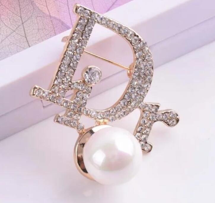 2019 Luxury Designer Lettre exquis double broche pour les femmes Déclaration Marque Mode Bijoux Broches Broches Accessoires Cadeau 8913