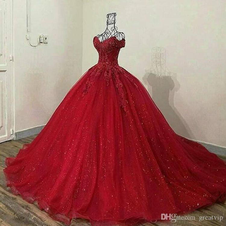 2020 Sparkly Red Clace Applique QuinceAnera Платья на плече Милая шейка шариковых платьев Tulle Prom платья Quinceanera платья