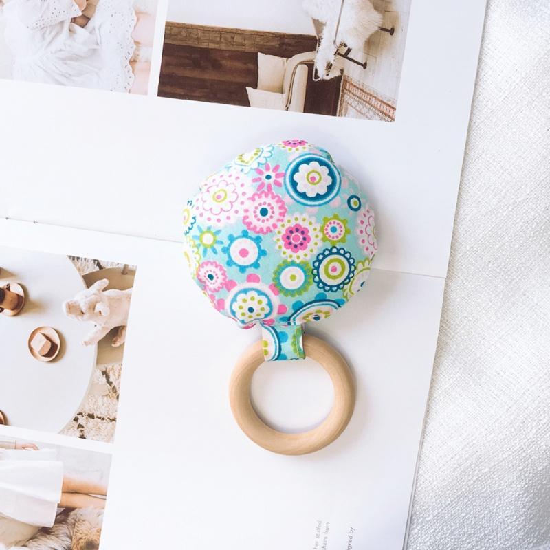 Neugeborenes Baby-Beißring Chewing Beißring bewegliche Hand Sicherheit Holz Natürlicher Ring Baby-Zähne Übung Spielzeug-Geschenk
