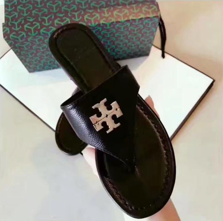 Des femmes des hommes DesignerLuxury Sandales BrandSandals Diapo Chaussures d'été Mode Chaussures de plage Chaussures noires Slipper Flip Flop Box 2021615Q