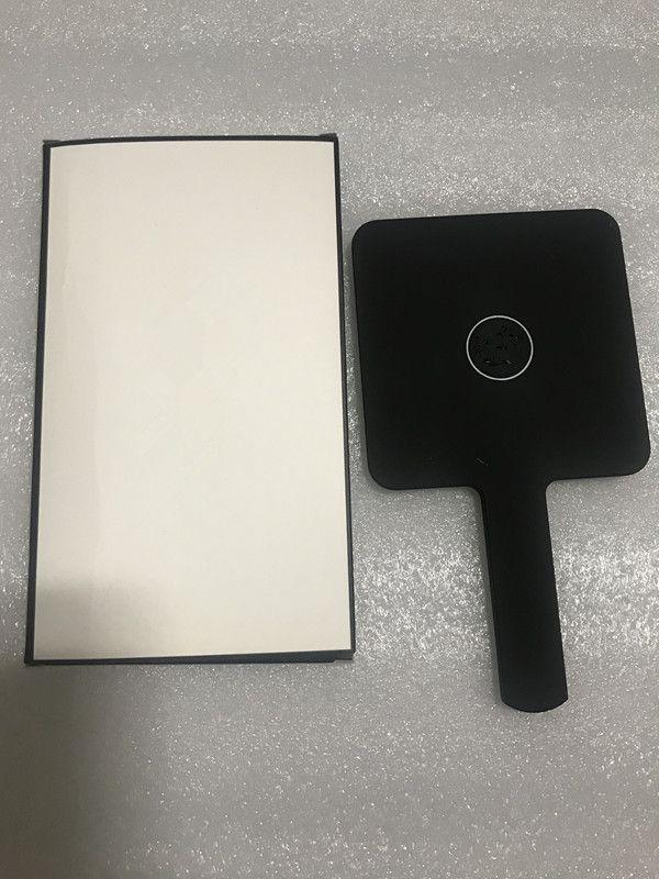 Vendita calda 2019 Nuovo modello classico C mini Specchio per il trucco Strumenti per cosmetici a specchio di alta qualità con scatola regalo Regalo di nozze (Anita Liao)