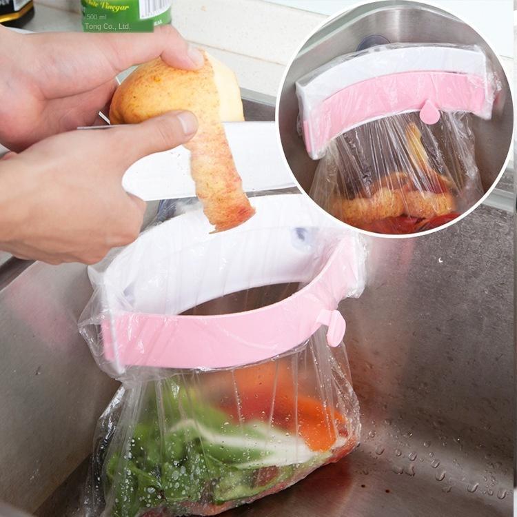 Disipador de tipo abrazadera de basura rack Potente basura Tres lechones fregadero bolsa Estante creativo bolsa de basura en rack