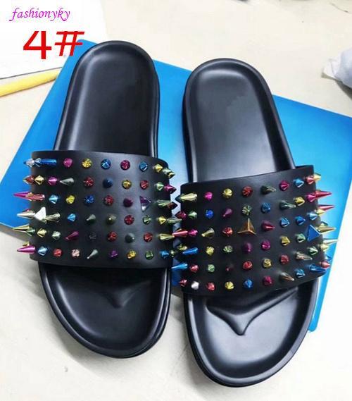 Top Donna borchie piatte Designer Shoes unghie salice morbide ciabatte di gomma inferiore mens scatola piatta slippersWith