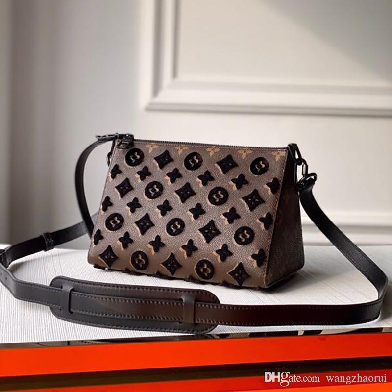 كيس الحلوى الرجال التطريز الأعلى جودة TRIANGLE أكياس قماش رسول حقائب جلدية حقيقية CROSSBODY الأزياء حقيبة الكتف bagss مع مربع A016