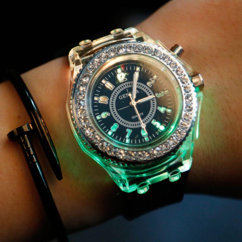 Diamante luminoso led reloj de silicona LED luces de colores Reloj de diamantes Reloj de mujer Relojes de pulsera Relojes de los estudiantes iluminan juguetes para niños