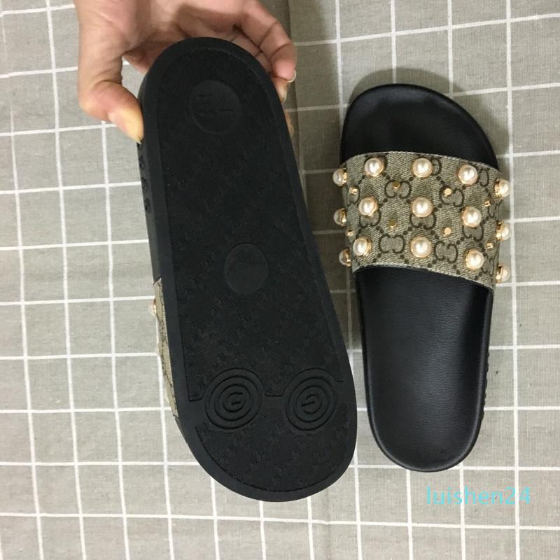 2020 Nouvelle arrivée pour hommes et femmes Mode causales Sandales Designer avec nacrée et or Goujons Designer Toned flip flops d'L24