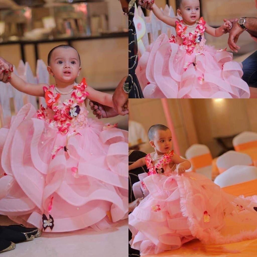 Pembe Organze Balo Çiçek Kız Elbise 2019 Kelebek 3D Çiçek Aplike Katmanlı Ruffles Kızlar Pageant Elbiseler Doğum Günü Partisi Elbise