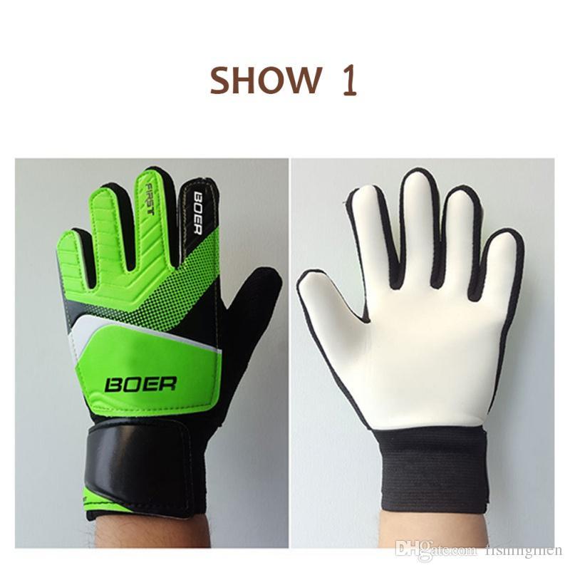 Nuevos niños al aire libre guantes de portero portátiles antideslizantes  guantes de portero de fútbol fútbol ... 124bd04395f