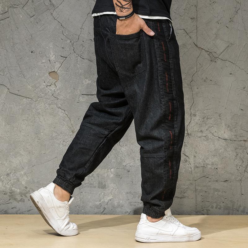 Мужские джинсы летнего размера мужчин размером.