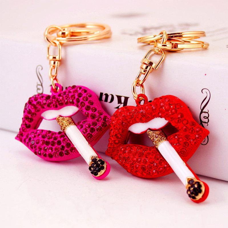 Creative Craft petit cadeau cigarette rouge porte-clés lèvres bouche pendentif en métal accessoires de sac de femmes porte-clés