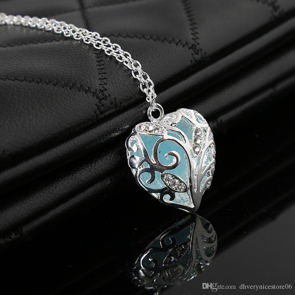 Fashion Heart Glow In The Dark Magic Pendant Necklace For Women Girls Is The Best and Unique Christmas Gift