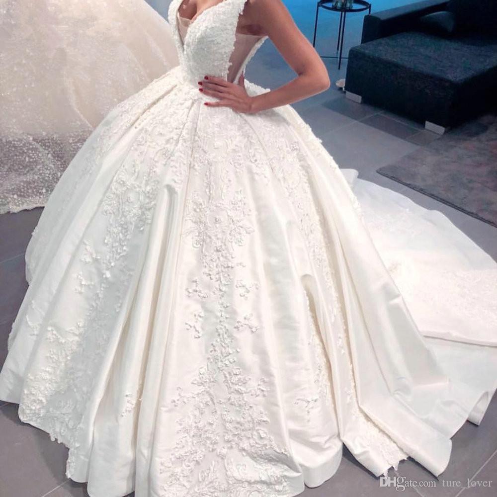 Dubai Árabe Árabe Vestido de Baile Vestidos de Casamento V Profundo Do Pescoço Sem Encosto Da Igreja Vestidos de Noiva Capela Trem de Renda Appliqued Vestidos