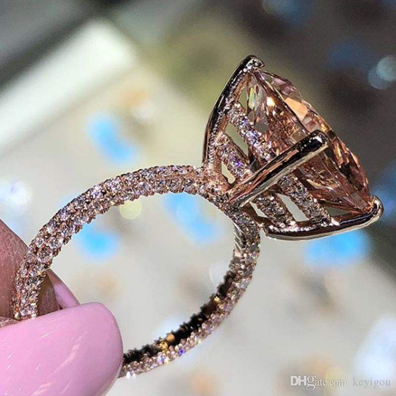 Domilay 2020 Brillante Big Champagne Zircon Bagues de femmes uniques Trois-côtés en cristal de couleur d'or cadeau anneau de mariage
