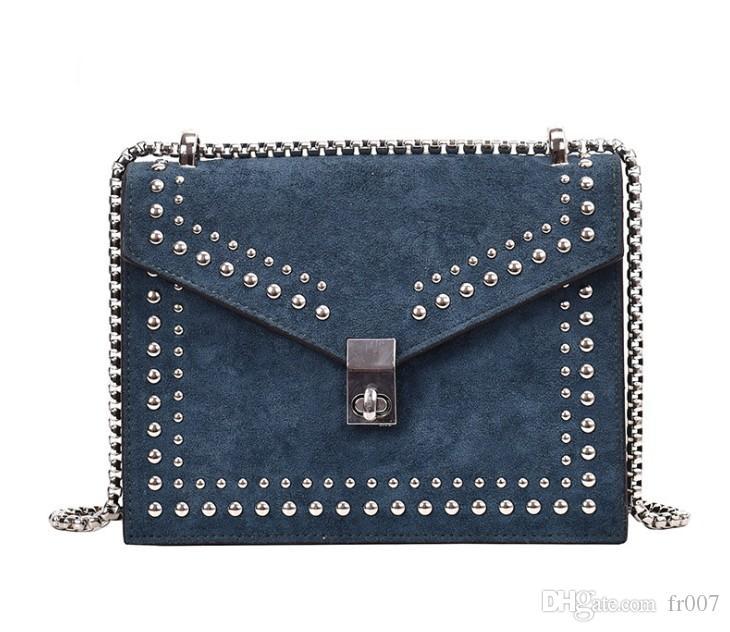 Scrub couro pequeno ombro Messenger Bags para a cadeia Mulheres 2020 Rivet Bloqueio Crossbody Bag Feminino Viagem Mini Bags