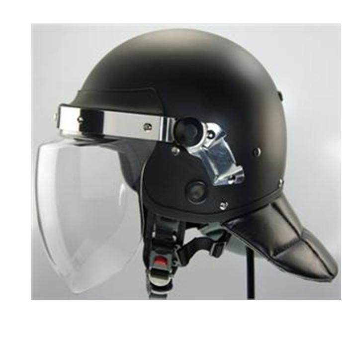 Full-protection helmet made of high-strength material to prevent knocking and protect the head. Face mask is light and safe.