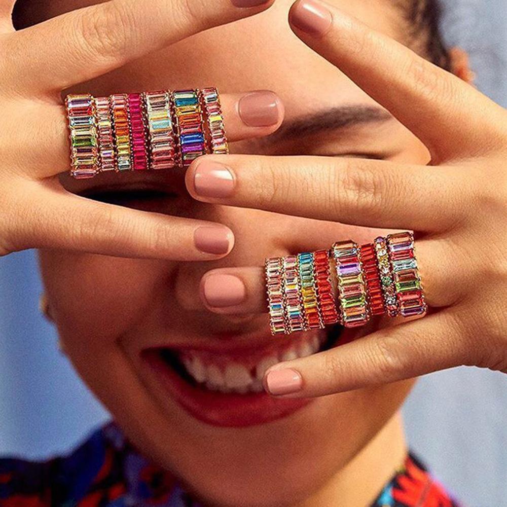 estilo punk, retro anillo de la personalidad viento nueva Europa y América con todo tipo de anillos de metal con los diamantes y los diamantes de color