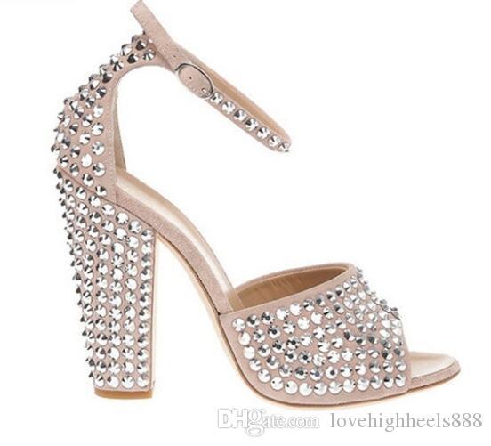 Prata Studded Rebites Bloco Saltos Mulheres Sandálias Bege Tornozelo Fivela Strap Mulheres Bombas Peep Toe Sapatos de Salto Alto Mulheres