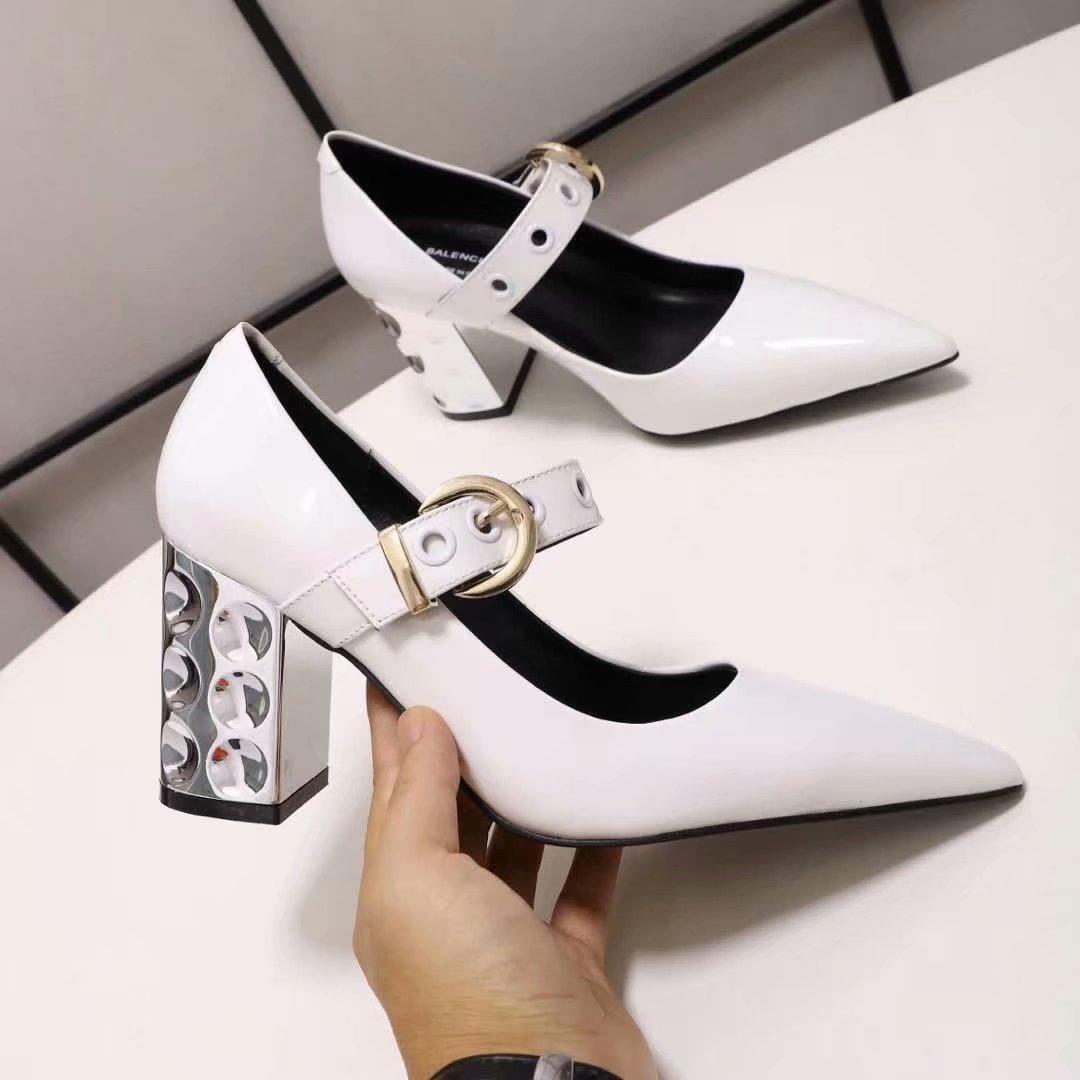 Pompe di nozze donne della pelle verniciata 2020ss vestono col tacco a punta signore punta fibbie moda di promenade del partito di disegno scarpe da sera d'autunno tacco grosso