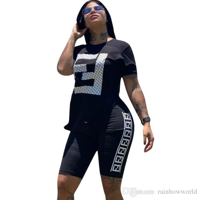 2019 Designer-Frauen-Kleider Langarm Herbst New Ein Wort plus Samt Luxus-Kleid Plissee Abnehmen Schwarzes Kleid Frauen Kleider Größe S-XL