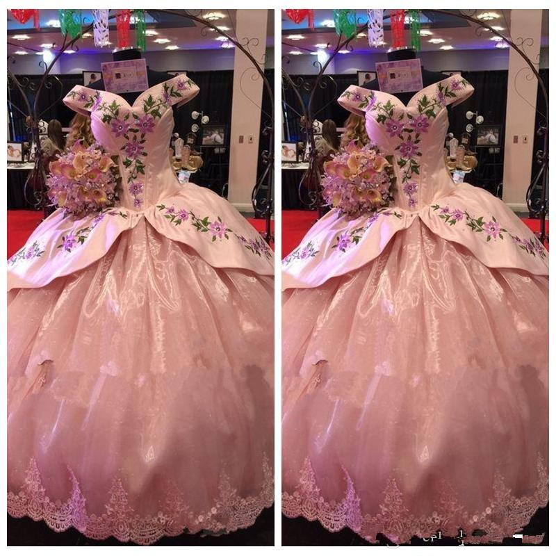 Beautiful Pink Lace Appliques Quinceanera Dresses Embroidery Masquerade Gowns Off Shoulder Fashion Sexy Special Occasion Prom Gowns