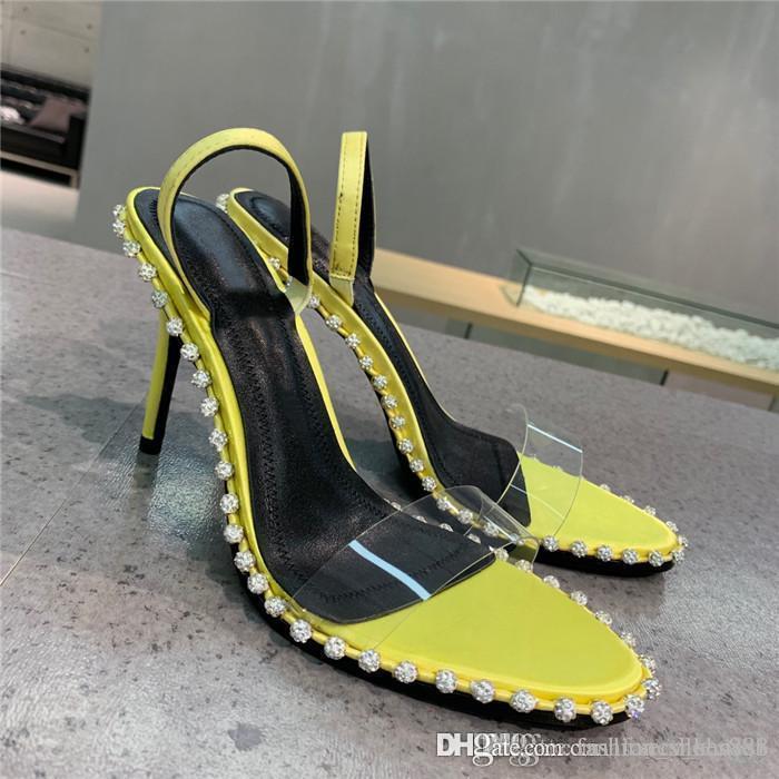Primavera / verano 2020 de Nueva York muestran las sandalias de tacón alto transparente de PVC empalmado sandalias de piel de oveja de color cobardes mixtos, con caja de zapatos