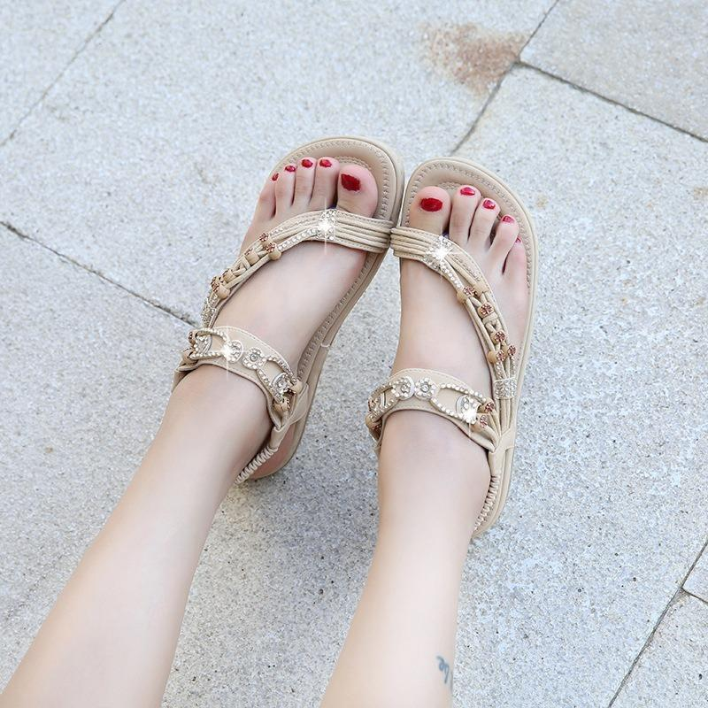 Womens Bohemian Verão Retro Rhinestone frisada cabeça redonda plana Sandals Camisa da corda do grânulo de cristal macia Sole Shoes