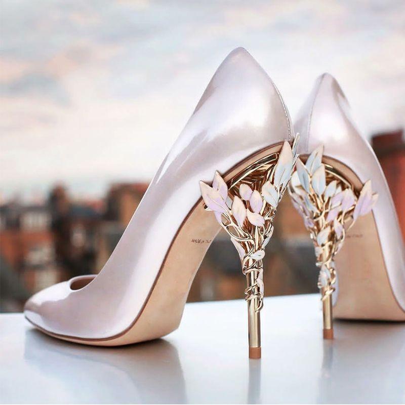 뜨거운 판매 인기 새로운 점 하이힐 신발에게 좋은 실크와 공단 영국 바람 가벼운 쌍 섹시한 결혼식 신발 디자인