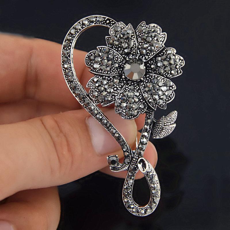 Negro arma de fuego electrochapa aleación exquisito broche de la flor broche de complementos del vestir exquisito aguja Personalidad plomo