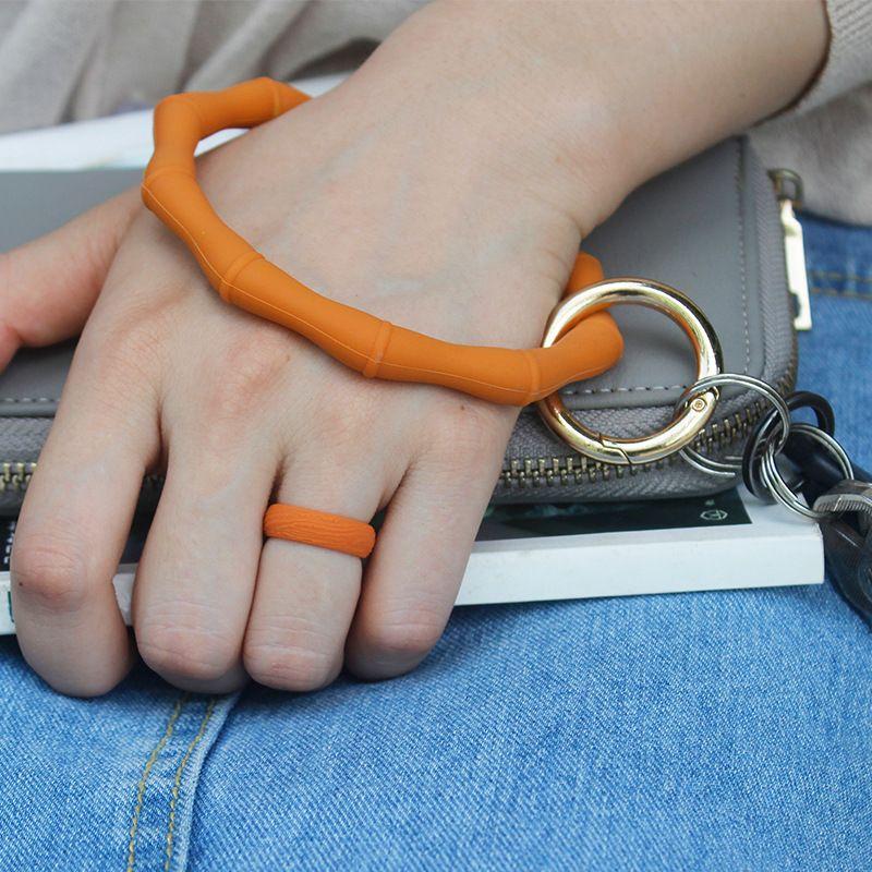 S1176 النساء الفتيات سيليكون سوار الرياضة الرئيسية حلقة الإسورة كيرينغ حلقة دائرة حلقة رئيسية المفاتيح السوار أقراط والمجوهرات