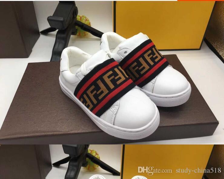 Nuevos zapatos deportivos en blanco y negro para niños y niñas en Europa y América en 2018