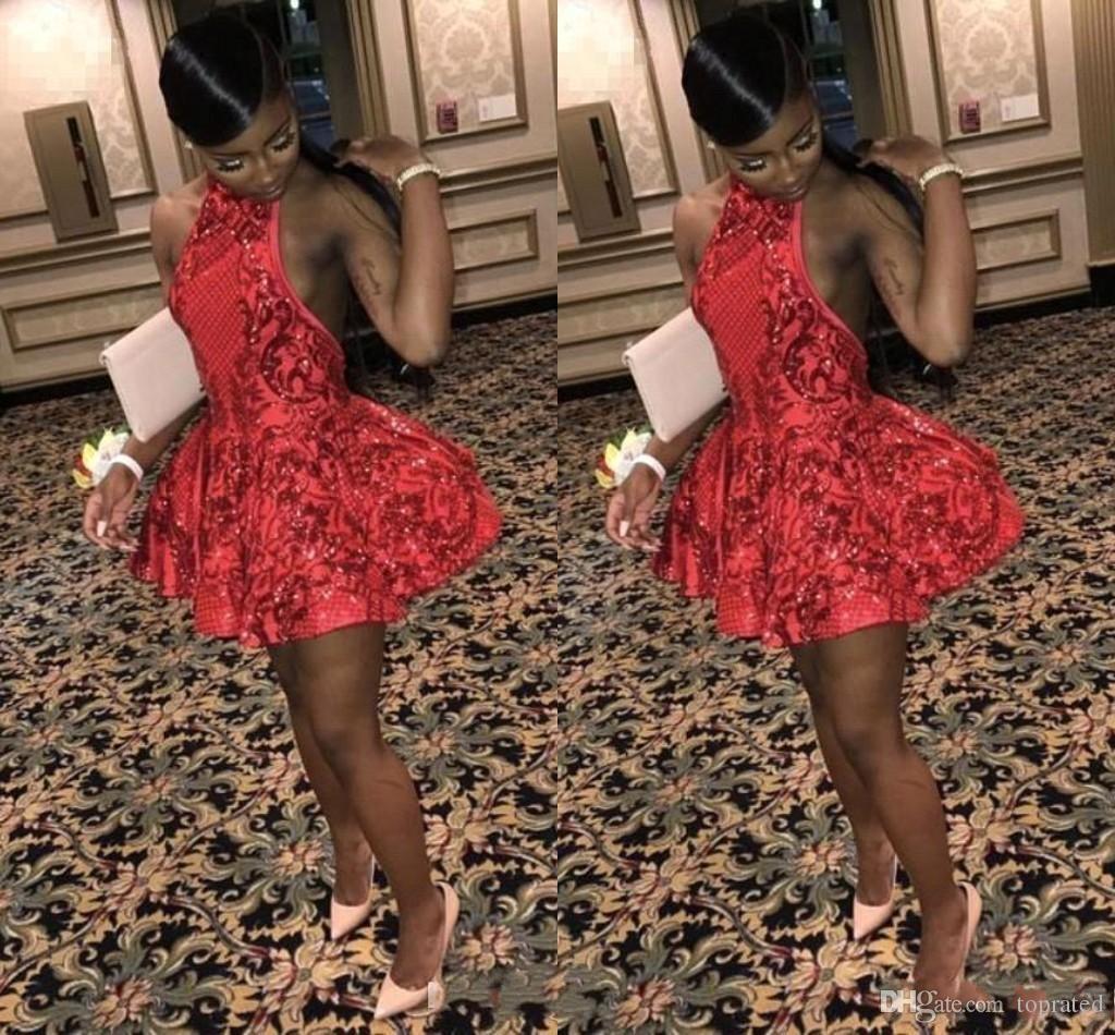 2020 Noir Filles Pas Cher Robes De Cocktail Courtes En Dentelle Applique Halter Cou Au-dessus Du Genou Longueur Robes De Bal Homecoming Robes De Fête Robes